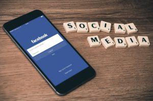 Facebook op de telefoon social media